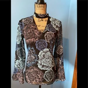 Blouse in blue, with light blue flowers pattern